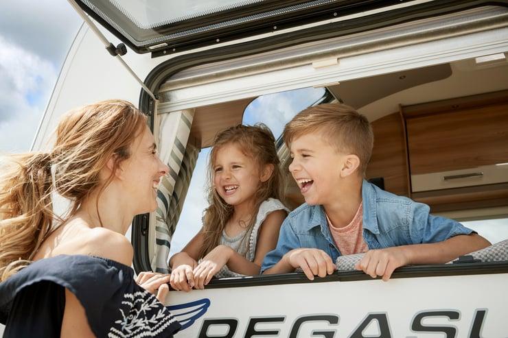 06 Pegasus GT70 Exterior Models - Family at window.jpg